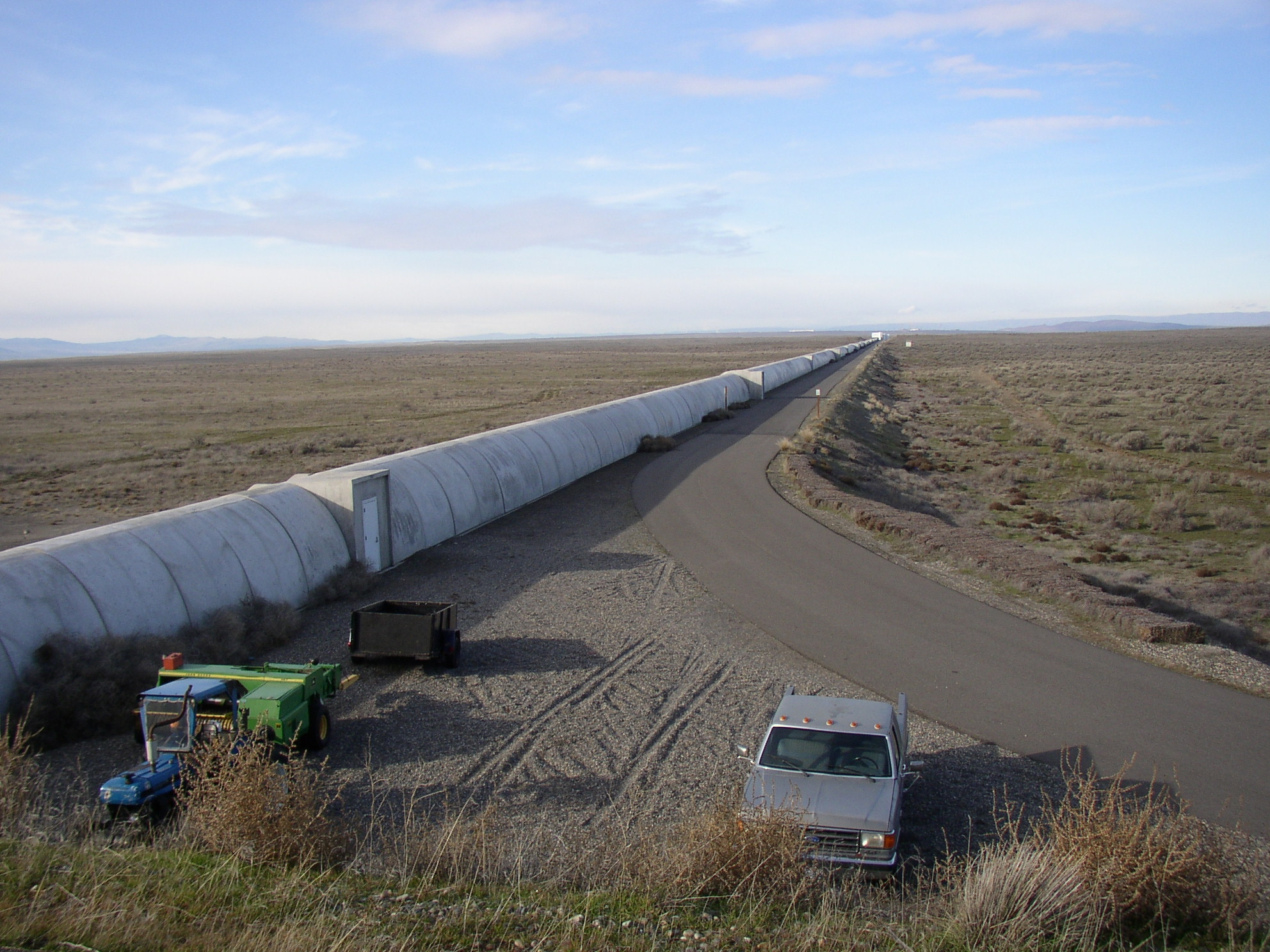 Northern_leg_of_LIGO_interferometer_on_Hanford_Reservation